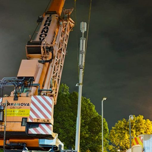 Demag-AC70 puts up 5G mast in Southampton