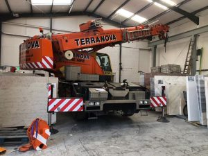 Demag AC40 in confined space, ByfleetDemag AC40 in confined space, Byfleet