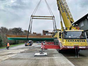 Windsor Belle, mobile crane out riggers