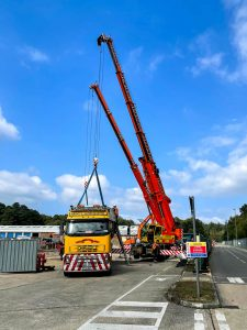 Multi-crane lift - front